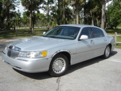 Used 2002 Lincoln Town Car Executive