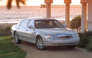 Used Lincoln Town Car (2004)