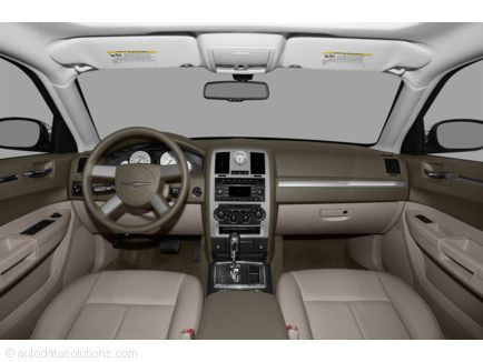2010 Chrysler 300 interior