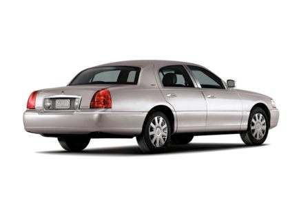 Powering the rear-wheel-drive 2010 Lincoln Town Car is a flex-fuel 4.6-liter